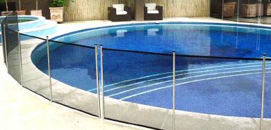 cerca-piscina-azul